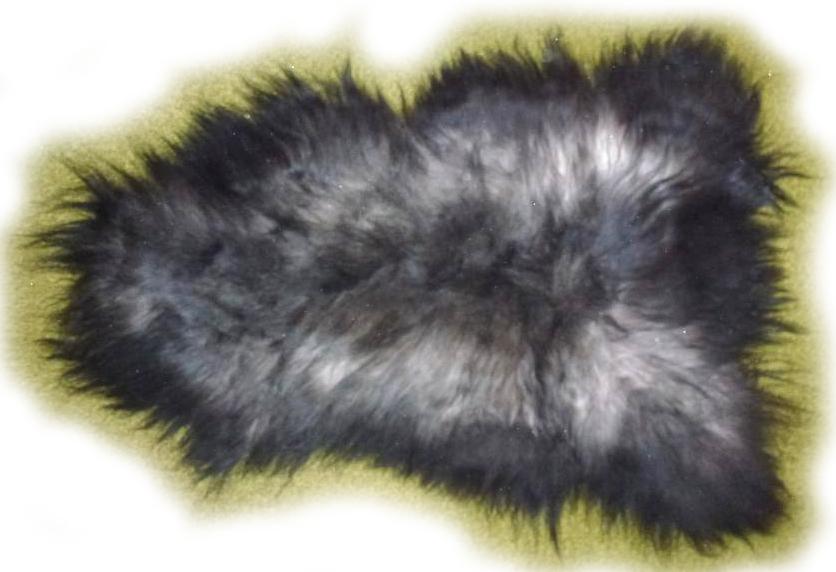 Islandschaffell schwarz grau