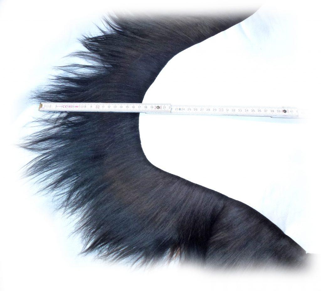 190502 Islandschaffell Schwarz mit geflammten Spitzen Haarlänge