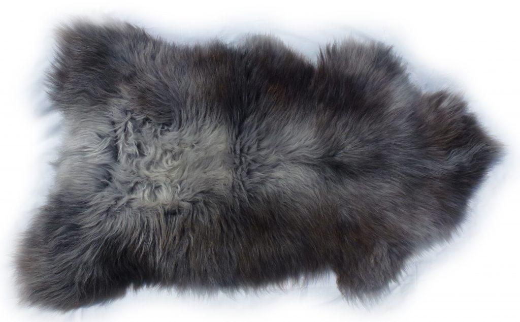 Heidschnuckenfell grau mit braun Gesamtansicht