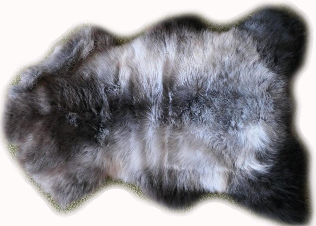 Braun-grau-beiges Lammfell