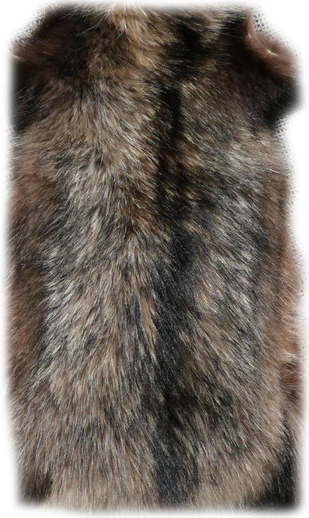 200906 Marderhund 105 cm Rückendetail