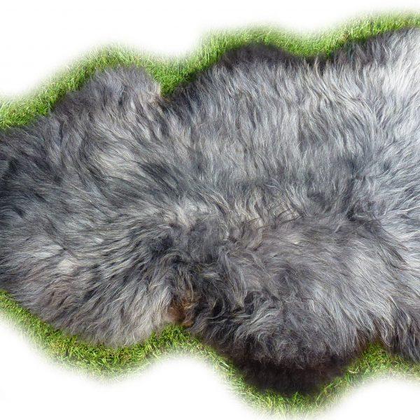 Heidschnuckenfell grau melliert Detail Gesamtansicht