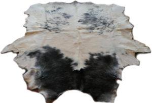 Stierfell Weiß Schwarz gefleckt Gesamtansicht