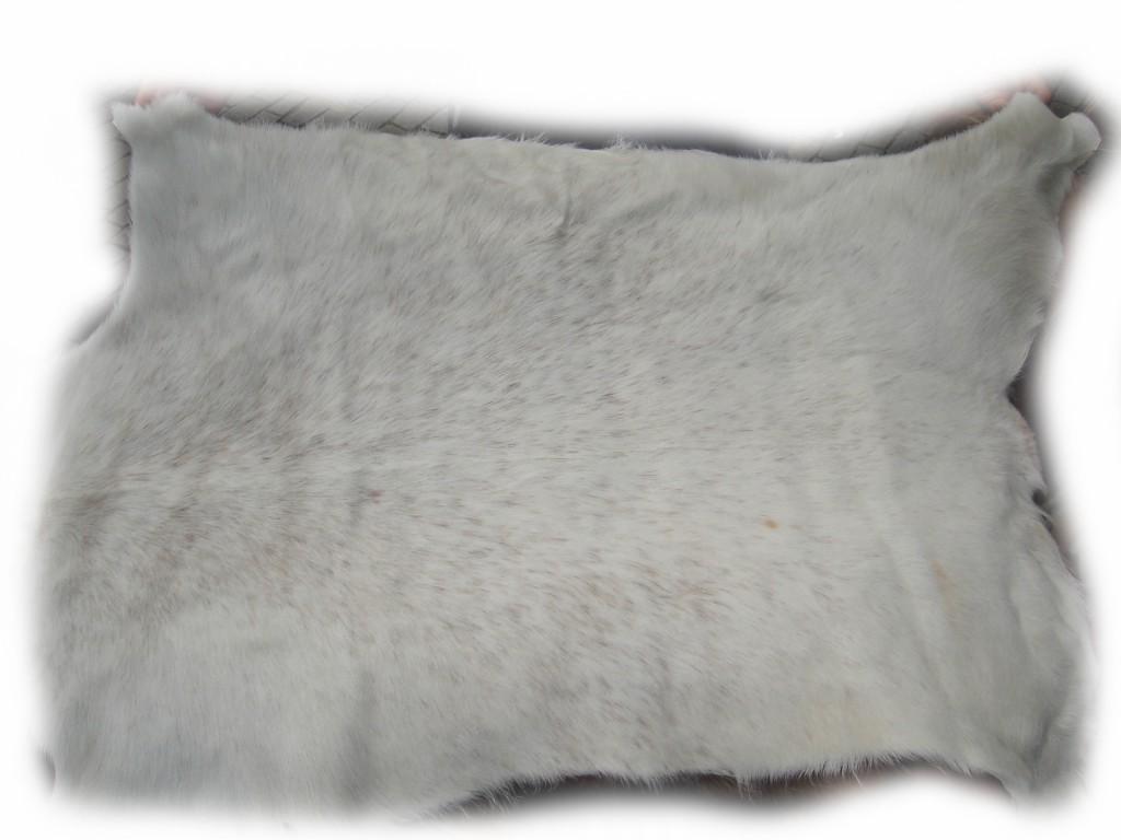 Ziegenfell kurzhaarig weiß mit braunen Sprenkeln